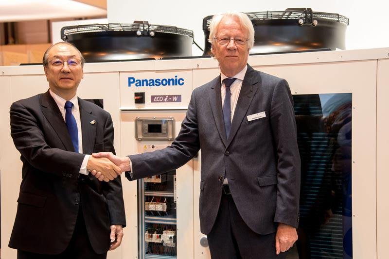 Toshiyuki Takagi, dyrektor wykonawczy Panasonic Corporation i prezes Panasonic Air-Conditioner oraz Roland Kasper, CEO Systemair
