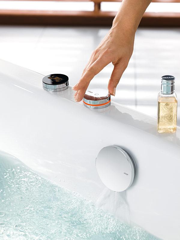 Rys. 2. Dzięki cyfrowej technologii armatura Multiplex Trio E3 pozwala użytkownikowi w łatwy sposób kontrolować napełnianie wanny, a także zużycie wody