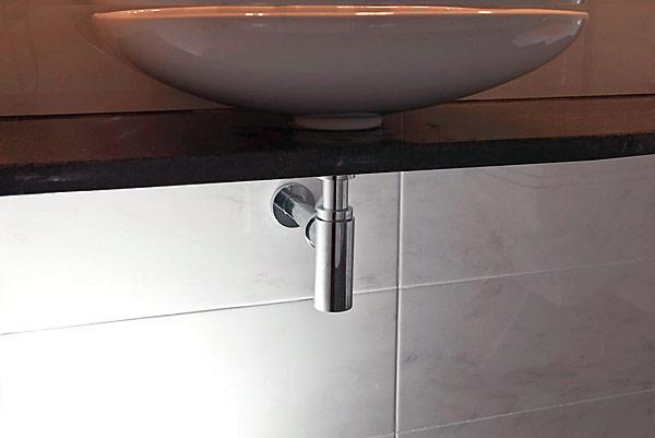 Chromowane syfony Eleganta dodają uroku umywalkom, a jednocześnie charakteryzują się odpowiednimi właściwościami technicznymi