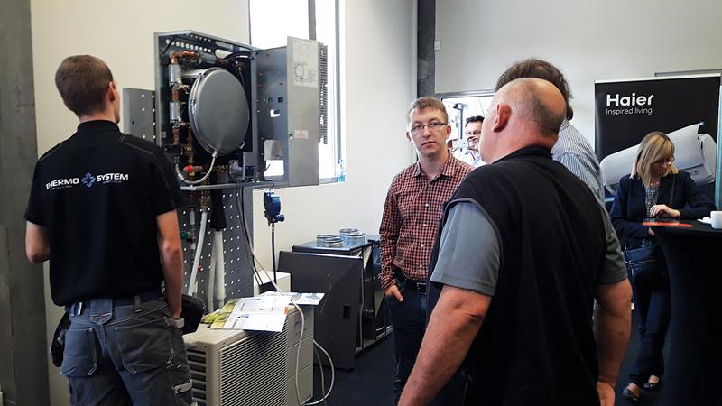 Prezentacja pompy ciepła Neoheat Fuji Electric podczas Dni Otwartych Iglotech